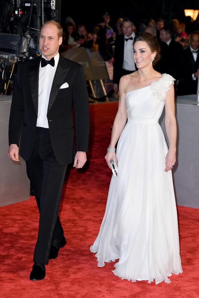 Diện đầm công chúa, Kate Middleton không chỉ đẹp mà còn sang chảnh mãn nhãn và khiến dân tình cảm động vì 1 điều - Ảnh 1.