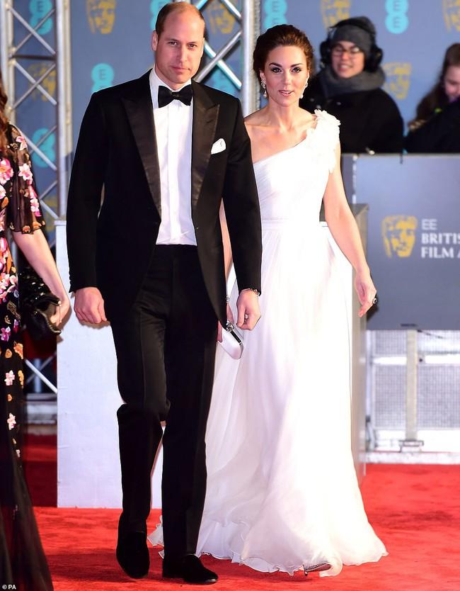 Diện đầm công chúa, Kate Middleton không chỉ đẹp mà còn sang chảnh mãn nhãn và khiến dân tình cảm động vì 1 điều - Ảnh 3.