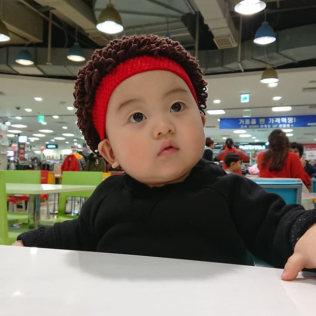 Nhóc tỳ 16 tháng tuổi gây sốt nhờ gương mặt đầy biểu cảm nhưng hàng lông mày của bé mới khiến chị em khao khát - Ảnh 8.