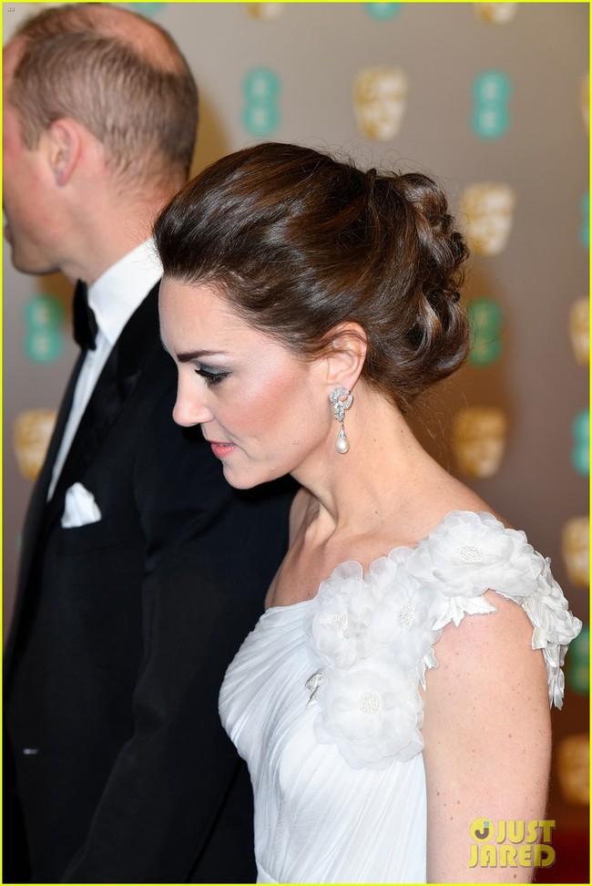 Thảm đỏ Oscar Anh Quốc: Công nương Kate và dàn sao Hollywood khoe nhan sắc tuyệt trần, thật khó chọn ai đẹp nhất! - Ảnh 2.