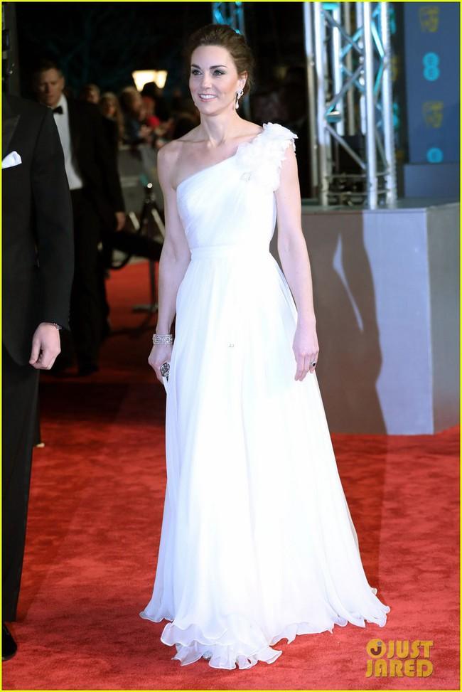Thảm đỏ Oscar Anh Quốc: Công nương Kate và dàn sao Hollywood khoe nhan sắc tuyệt trần, thật khó chọn ai đẹp nhất! - Ảnh 3.