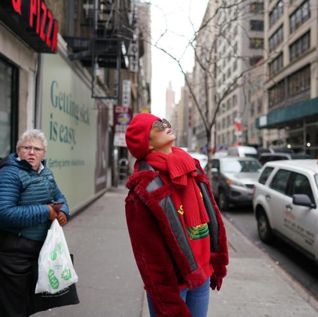 """H'Hen Niê và Catriona Gray đẹp """"bất phân thắng bại"""" khi hội ngộ tại New York Fashion Week - Ảnh 4."""