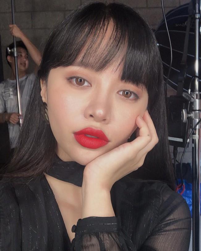 2 bí kíp makeup đơn giản nhưng max xinh của Michelle Phan: một kiểu sang chảnh, một kiểu hack tuổi cực hiệu quả - Ảnh 2.
