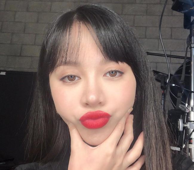 2 bí kíp makeup đơn giản nhưng max xinh của Michelle Phan: một kiểu sang chảnh, một kiểu hack tuổi cực hiệu quả - Ảnh 3.