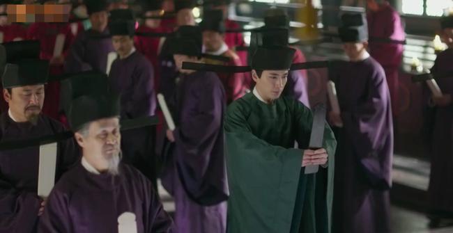 Fan xót xa khi Triệu Lệ Dĩnh vừa mới sinh con đã dập đầu, gào khóc cho Phùng Thiệu Phong đến ngất xỉu  - Ảnh 8.
