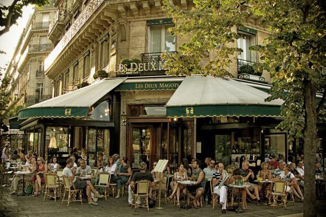 Văn hóa cafe vỉa hè ở kinh đô ánh sáng Paris có gì độc đáo hơn so với cafe bệt Hà Nội, Sài Gòn?  - Ảnh 1.