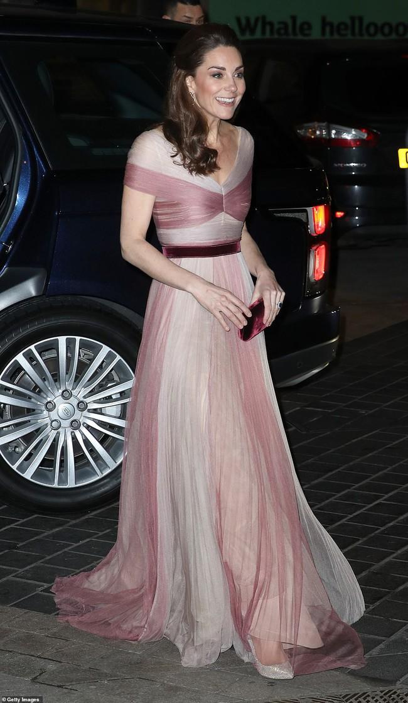 """Kate Middleton cũng bận """"chạy show"""" sự kiện: vừa từ nàng công sở đã hóa nữ thần sang chảnh khiến dân tình điên đảo - Ảnh 5."""