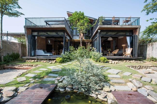 Hai ngôi nhà riêng biệt gộp chung thành biệt thự sang chảnh giữa núi đồi mênh mông của hai người bạn thân ở Đà Nẵng - Ảnh 3.
