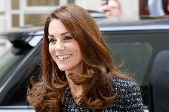 """Kate Middleton cũng bận """"chạy show"""" sự kiện: vừa từ nàng công sở đã hóa nữ thần sang chảnh khiến dân tình điên đảo - Ảnh 3."""