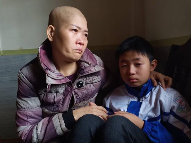 """Lời khẩn cầu của đứa trẻ mồ côi cha, mẹ mắc bệnh hiểm nghèo: """"Cháu đã mồ côi bố, nếu mẹ mà chết thì cháu biết sống với ai?"""" - Ảnh 2."""