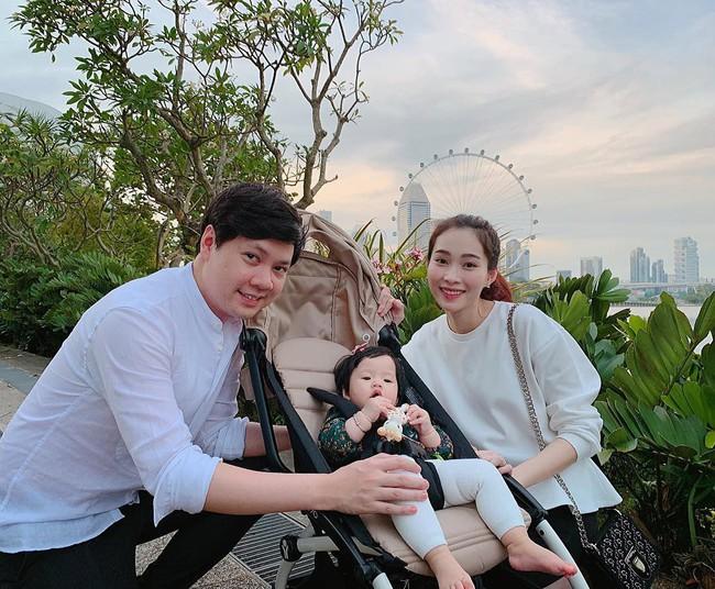 Chưa tròn 1 tuổi mà ba tiểu công chúa nhà sao Việt đã được dự đoán xinh đẹp, sành điệu ăn đứt mẹ  - Ảnh 7.