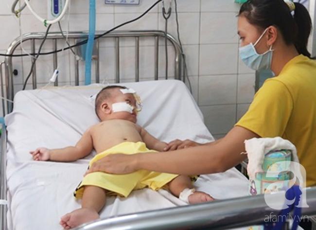 Dịch sởi đang diễn biến bất thường nhưng nhiều bà mẹ vẫn anti vaccine: Coi chừng mất mạng con - Ảnh 2.