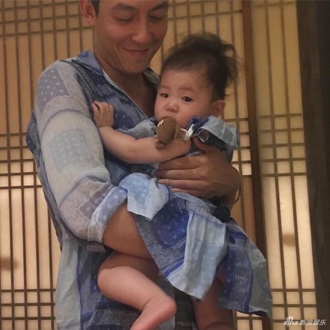Gia đình Trần Quán Hy 3 người cùng đi ăn nhưng hành động của ông bố lại khiến mọi người hoài nghi về hình tượng người cha tốt - Ảnh 8.