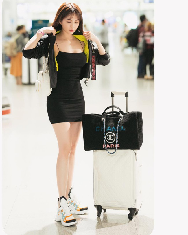 Hòa theo xu hướng, Hoa hậu HHen Niê cũng sắm thêm cho mình một đôi sneaker gần 30 triệu - Ảnh 5.