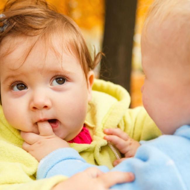 Cách xử lý triệt để các mẹ nên nhớ khi bé con bỗng dưng lên cơn muốn cắn mọi thứ xung quanh - Ảnh 2.