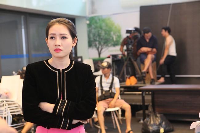 7 năm sau Lệ phí tình yêu, Huy Khánh mới trở lại màn ảnh trong vai nam chính - Ảnh 4.