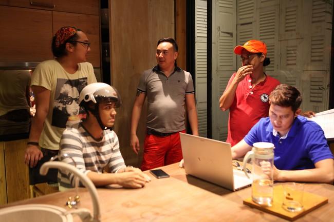 7 năm sau Lệ phí tình yêu, Huy Khánh mới trở lại màn ảnh trong vai nam chính - Ảnh 10.