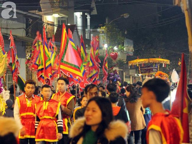 Hà Nội: Ông lợn được hàng nghìn người dân La Phù đón rước trong đêm - Ảnh 6.