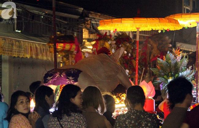 Hà Nội: Ông lợn được hàng nghìn người dân La Phù đón rước trong đêm - Ảnh 7.