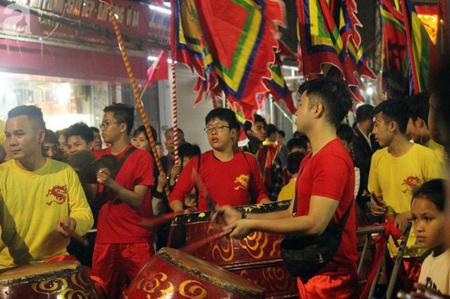 Hà Nội: Ông lợn được hàng nghìn người dân La Phù đón rước trong đêm - Ảnh 10.
