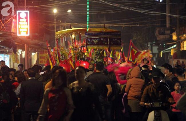 Hà Nội: Ông lợn được hàng nghìn người dân La Phù đón rước trong đêm - Ảnh 11.