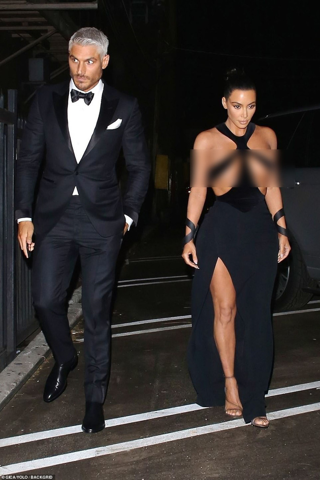 Hết hồn với bộ đầm của Kim Kardashian: Chẳng muốn nói đâu nhưng mặc thế này thì khác gì là không mặc! - Ảnh 3.
