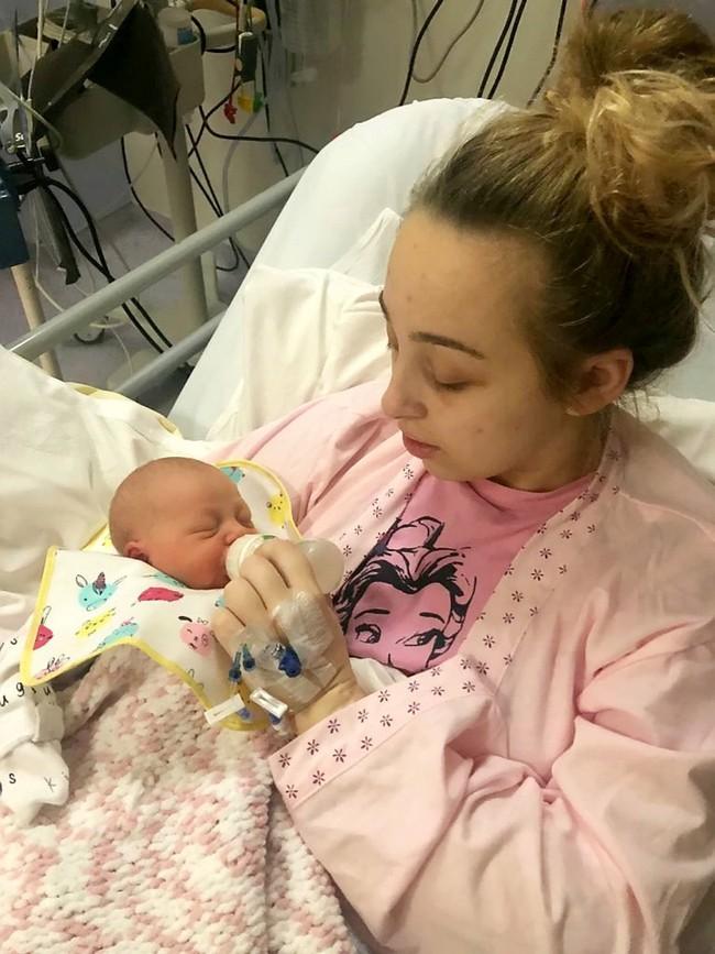 Bị hôn mê suốt 4 ngày sau một cơn đau đầu, đến khi tỉnh dậy người mẹ trẻ thêm choáng váng khi biết mình đã sinh một đứa con  - Ảnh 2.