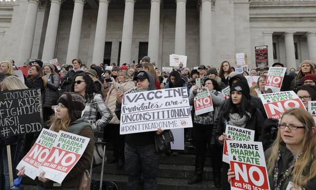 Xâm nhập mạng lưới Group kín anti-vaccine và sự vô tâm của Facebook: Rủi ro tính mạng không thể lường trước - Ảnh 2.