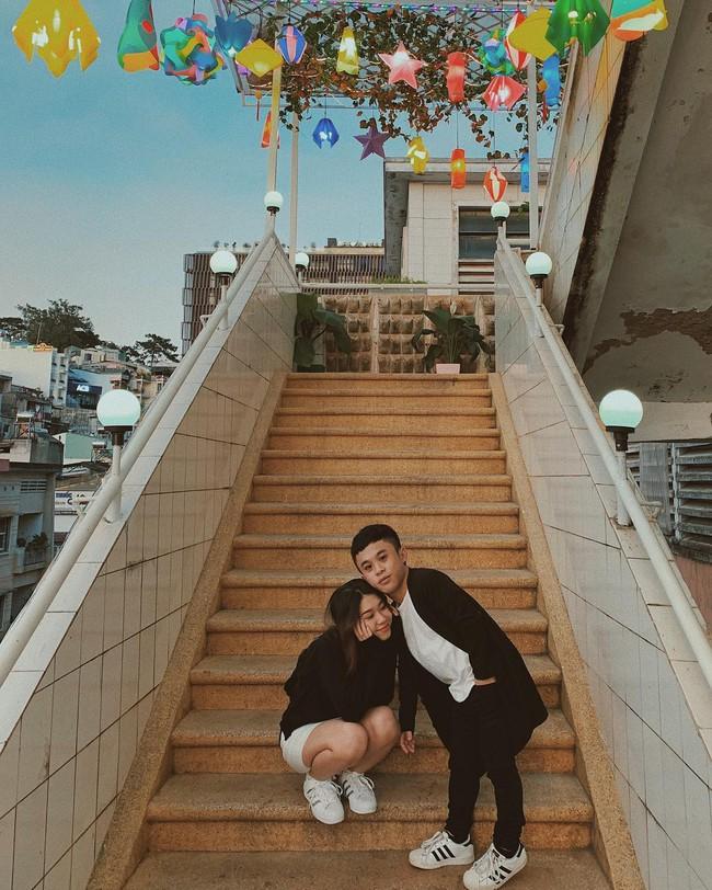 Chàng lùn 1m26 Xuân Tiến chỉ đứng tới vai bạn gái nhưng chụp ảnh couple kiểu gì cũng thấy đẹp mà tình nữa chứ - Ảnh 5.
