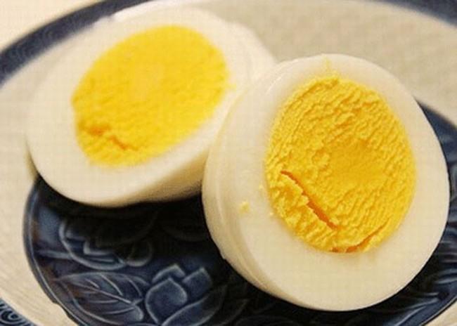 Trứng gà làm thuốc kiểu này không chỉ giúp bạn mạnh khỏe mà còn dưỡng nhan chị em trông thấy - Ảnh 2.