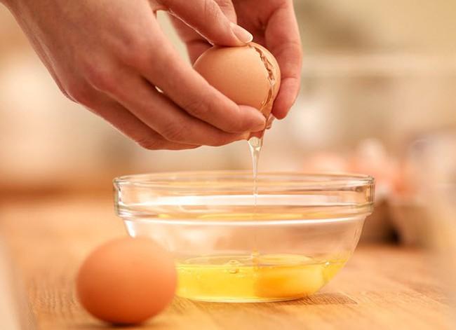 Trứng gà làm thuốc kiểu này không chỉ giúp bạn mạnh khỏe mà còn dưỡng nhan chị em trông thấy - Ảnh 4.