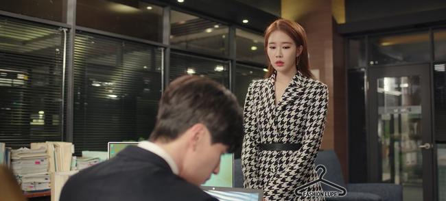 Trở thành thư ký của Lee Dong Wook, Yoo In Na mặc đẹp và sang chảnh tới mức biến công sở thành sàn diễn trong Chạm vào tim em - Ảnh 5.