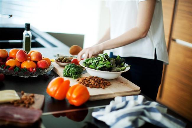 Ngoài giảm cân, chế độ ăn này còn có tác dụng hạ huyết áp, cải thiện sức khỏe tim mạch  - Ảnh 2.