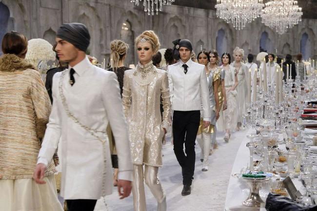 15 show diễn huyền thoại của Chanel dưới thời Karl Lagerfeld khiến giới mộ điệu thổn thức - Ảnh 28.
