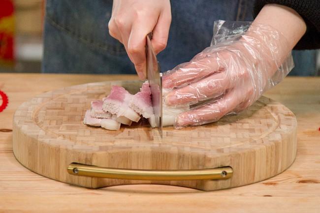 Bí quyết kho thịt : Tìm hiểu bí quyết kho thịt tan mềm trong miệng - Ảnh 2.