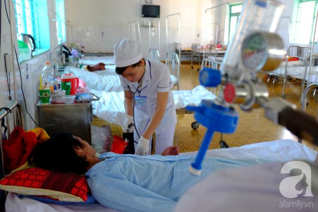 Thương tâm cô gái thiểu năng nhiễm HIV, mang bầu khi mới 21 tuổi: Bác sĩ chỉ cách cứu con thoát bệnh hiểm nghèo - Ảnh 8.