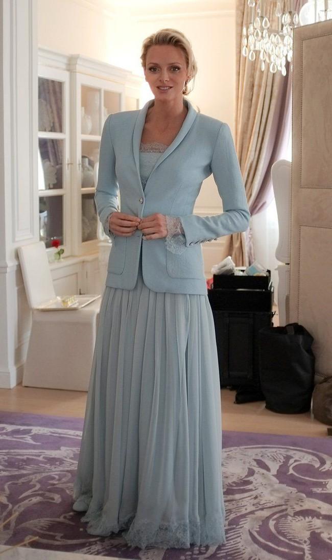 Ít ai biết Karl Lagerfeld đã làm trang phục cưới cho nàng dâu Hoàng gia, và đây chính là bộ đồ cưới đặc biệt nhất lịch sử xứ Monaco - Ảnh 3.