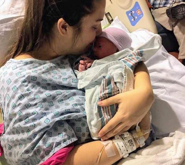 Chuyện thật như đùa: Người mẹ đau bụng dữ dội nhưng cứ nghĩ là đến tháng, đến khi nhập viện mới biết mình sắp đẻ con sau... 30 phút nữa - Ảnh 3.
