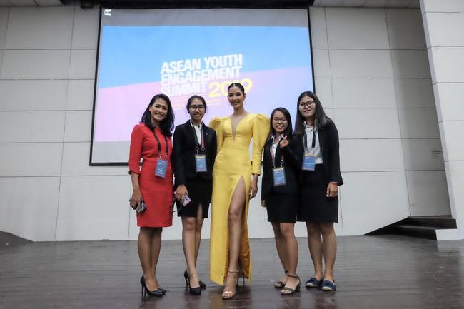 Á hậu Hoàng Thùy gây ấn tượng mạnh khi làm diễn giả ở Philippines - Ảnh 6.