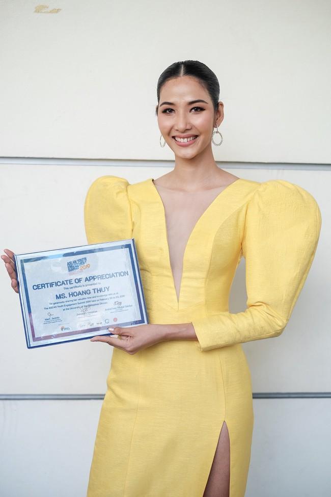 Á hậu Hoàng Thùy gây ấn tượng mạnh khi làm diễn giả ở Philippines - Ảnh 10.