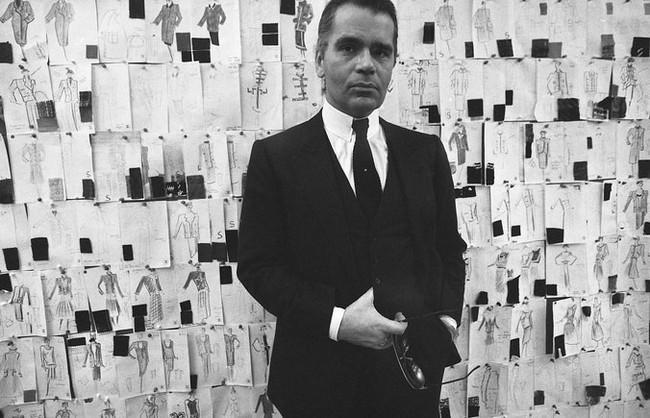 Phong cách của NTK Karl Lagerfeld qua năm tháng: ngoài màu đen còn rất nhiều điều thú vị, riêng cặp kính râm là gần như bất biến - Ảnh 4.