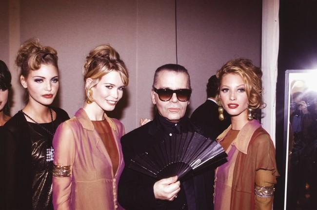 Phong cách của NTK Karl Lagerfeld qua năm tháng: ngoài màu đen còn rất nhiều điều thú vị, riêng cặp kính râm là gần như bất biến - Ảnh 7.