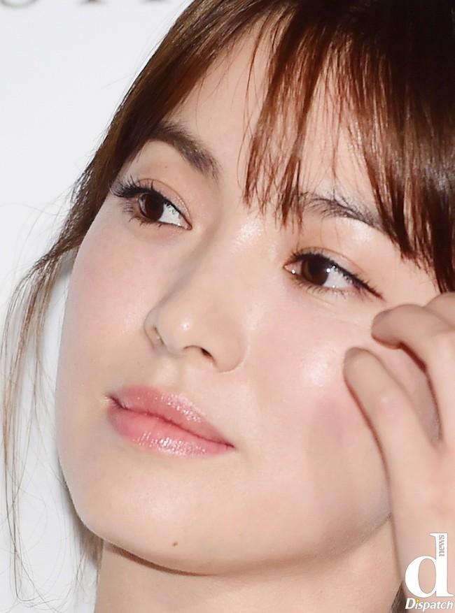 Vẫn biết Song Hye Kyo đẹp nhưng làn da hoàn mỹ, zoom cận cảnh không thấy lỗ chân lông mới là thứ đáng để ao ước - Ảnh 9.
