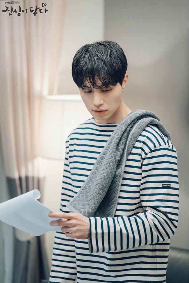 """Lee Dong Wook cứ điển trai và mặc đẹp thế này, khán giả chỉ có thể """"đổ rạp"""" trước từng khoảnh khắc trong """"Chạm vào tim em"""" - Ảnh 5."""