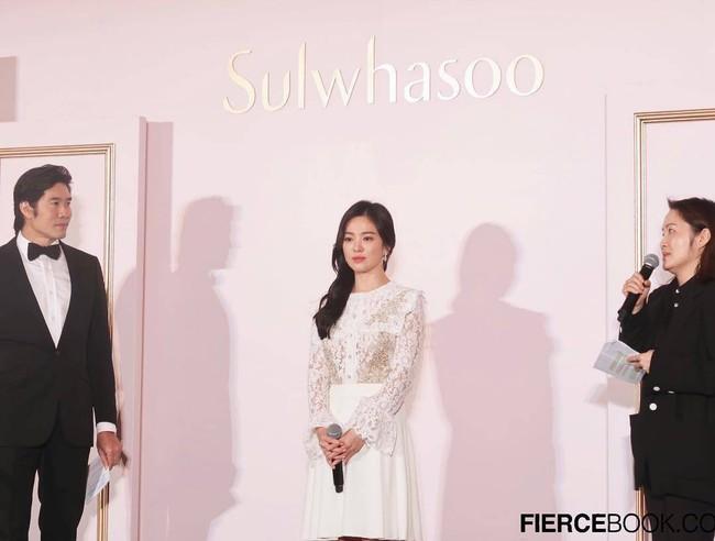 Kín đáo mà vẫn đẳng cấp đúng chuẩn minh tinh, bảo sao Song Hye Kyo cứ dự sự kiện là dân tình lại phải trầm trồ - Ảnh 4.