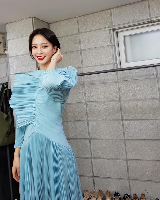 Đụng váy với Han Ye Seul bằng tuổi, tiếc thay Song Hye Kyo lại già dặn hơn chút đỉnh vì lý do này - Ảnh 1.