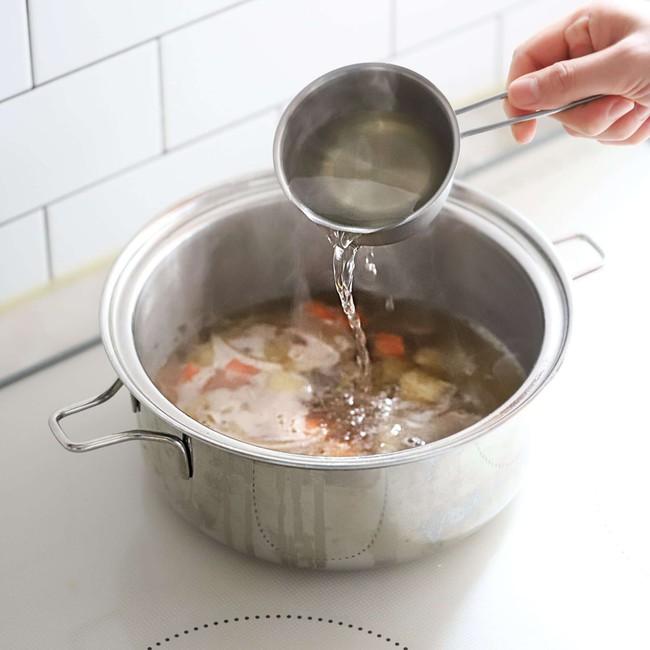 Bữa tối có món bánh gạo nóng hổi này thì tôi chẳng cần nấu thêm gì nữa mà cả nhà vẫn có bữa ngon - Ảnh 5.