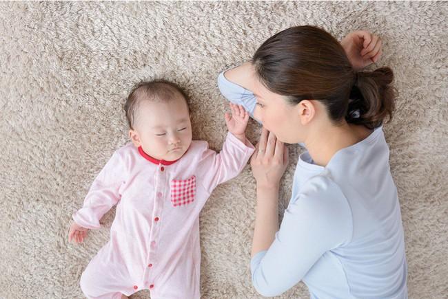 Dù con nhỏ có bướng bỉnh hay không nghe lời thế nào thì các mẹ hãy cứ áp dụng ngay mẹo sau là sẽ giữ được sự bình tĩnh, không còn la hét, gắt gỏng - Ảnh 1.