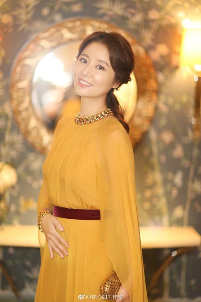 Bước sang tuổi 43, Lâm Tâm Như vẫn giữ dáng nuột nà nhờ những bí kíp này - Ảnh 2.
