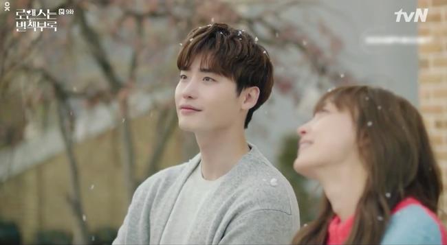 Phụ lục tình yêu: Công khai tỏ tình Lee Na Young, Lee Jong Suk nhận về cái kết đắng - Ảnh 2.